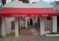 Stanza privata con bagno e ventilatore.